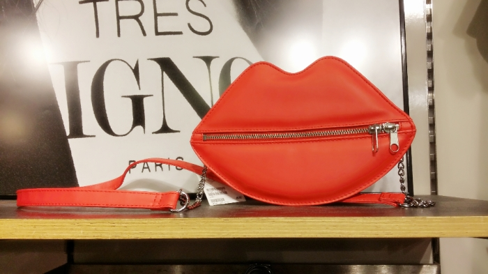 Red Lips Bag (1)